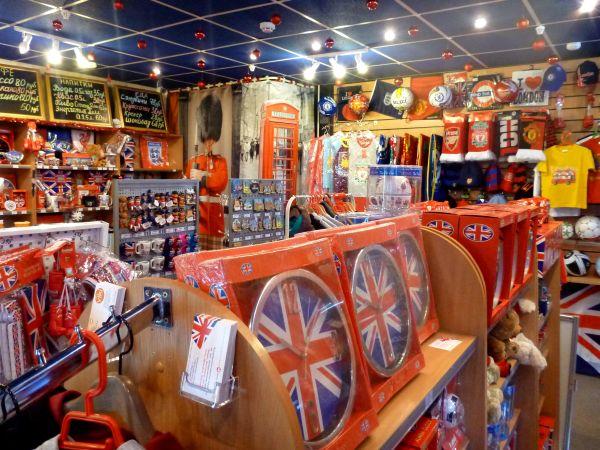 Интерьер магазина британских товаров